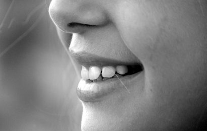 Brushing Teeth with Salt – Is it possible to Brush Teeth with Salt?