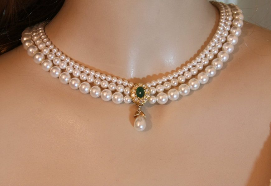 What is a Station Pearl Necklace?