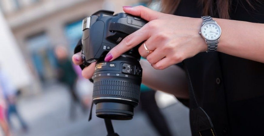 What are the Differences between a DSLR Camera & a CSC?